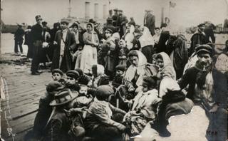 Emigranti in partenza (Fondazione Paolo Cresci per la storia dell'emigrazione italiana - Lucca)