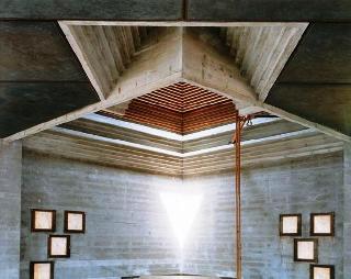 2006, 6 settembre | Guido Guidi, il Mausoleo Brion di Carlo Scarpa a San Vito d'Altivole: a mezzogiorno guardando a nord