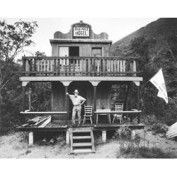 Christopher Felver, Ferlinghetti at Old West Hotel, 1981; collezione dell'artista, Sausalito, California; © Chris Felver