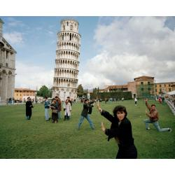 "Martin Parr, Italy, Pisa, The Leaning Tower of Pisa (tratto da ""Small World""), 1990; © Martin Parr/Magnum Photos"